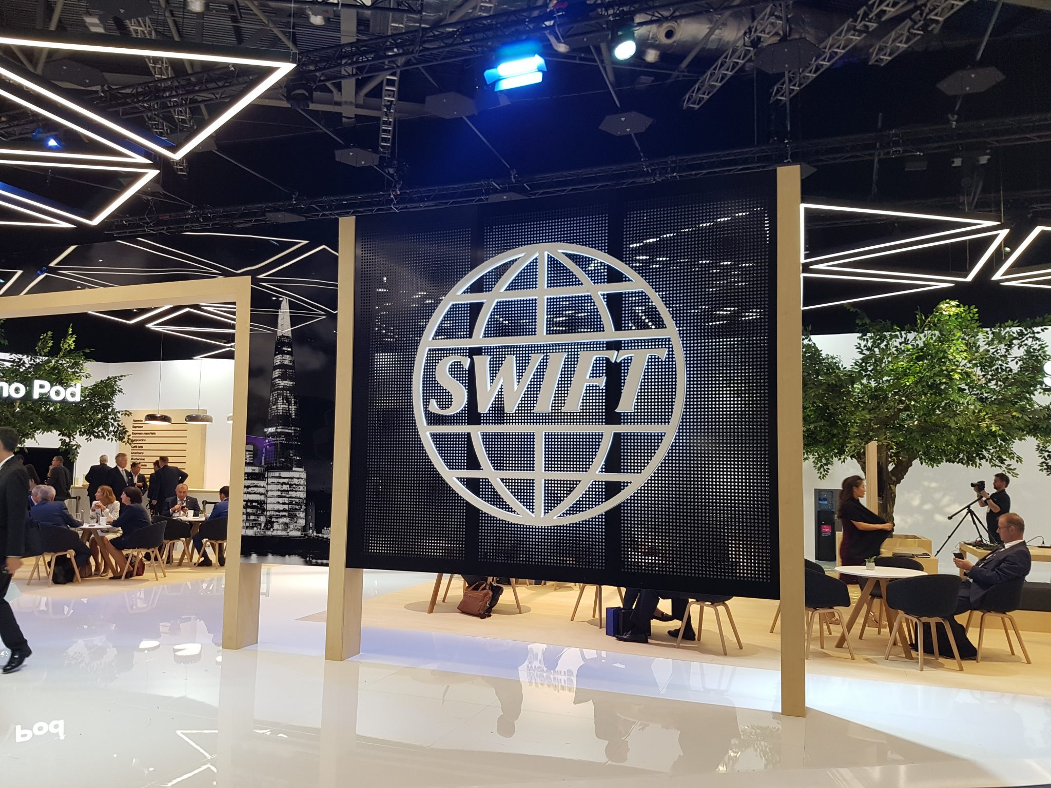 Lloyds is world's first bank live on Swift gpi instant